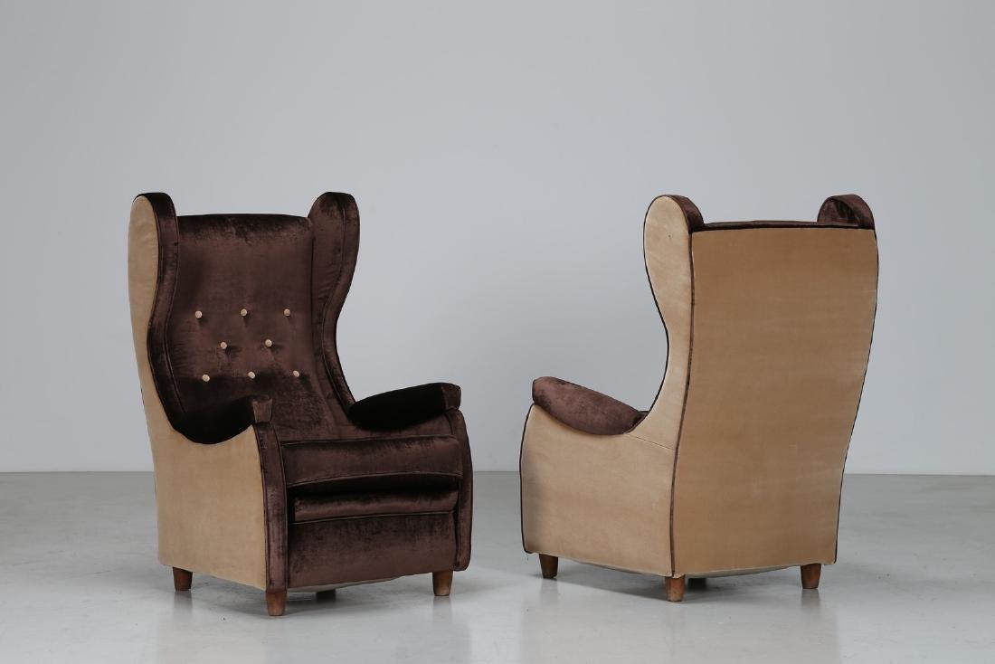 PAOLO BUFFA Coppia di poltrone in legno e velluto, anni