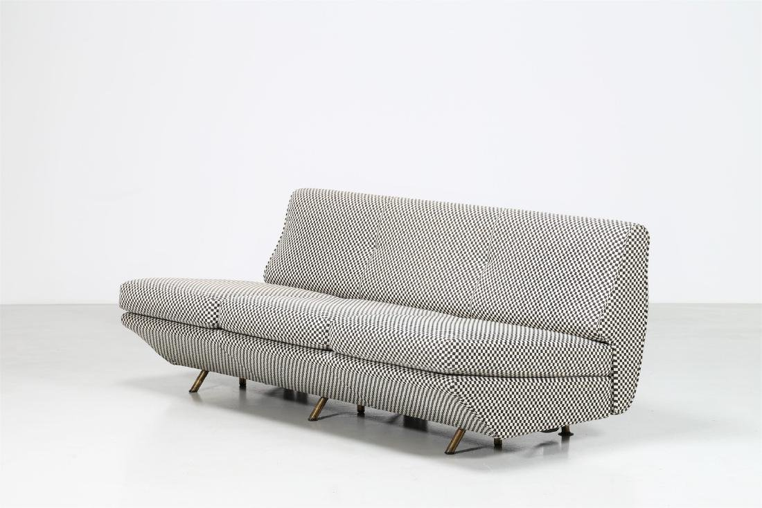 MARCO ZANUSO Un divano letto con struttura e gambe in
