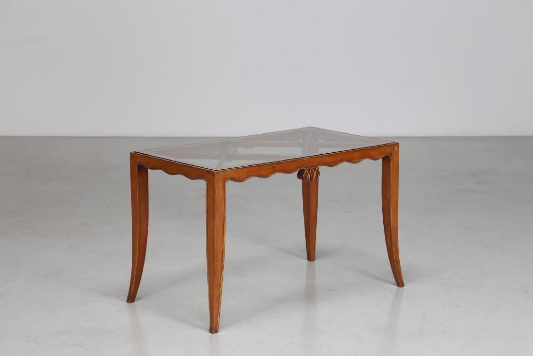 OSVALDO BORSANI Tavolino in legno e cristallo, anni 50.