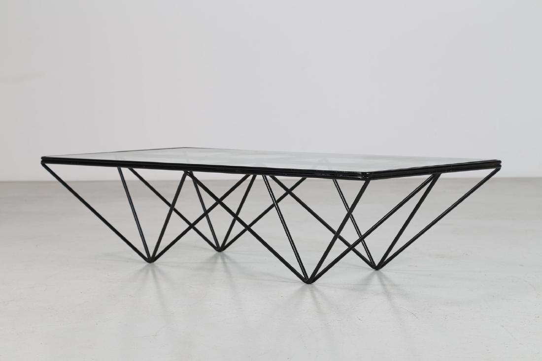 PAOLO PIVA Tavolino da caffè in metallo laccato con