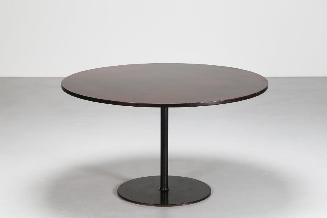 VICO MAGISTRETTI Tavolo rotondo con base in metallo