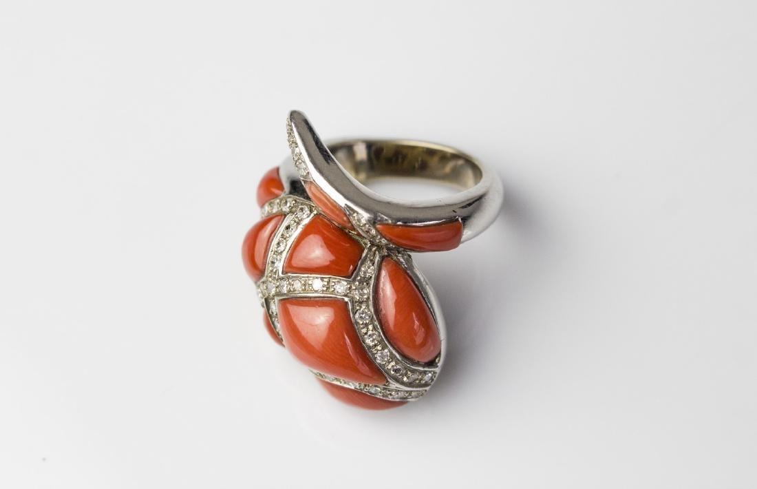 [Nessun Autore] Coral and diamonds gold ring.