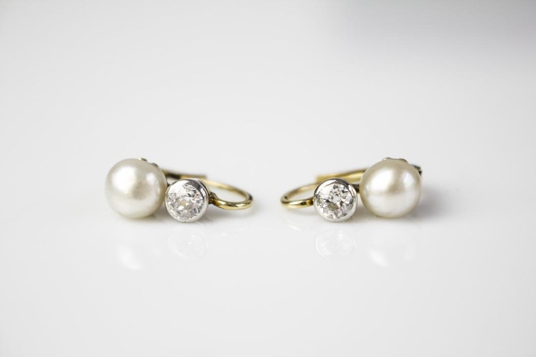 [Nessun Autore] Gold earrings with diamonds and pearls.