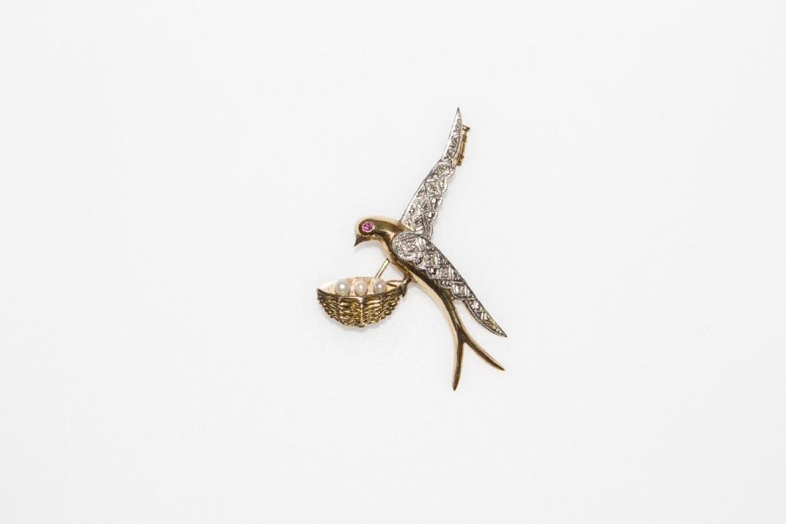 [Nessun Autore] Gold dove shape brooch with diamonds.