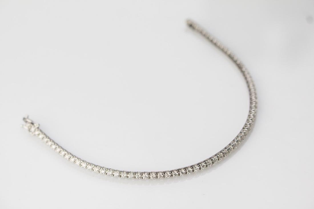 [Nessun Autore] Gold tennis bracelet with diamonds.
