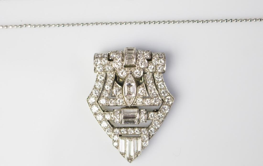 [Nessun Autore] Art Deco platinum clip with diamonds.
