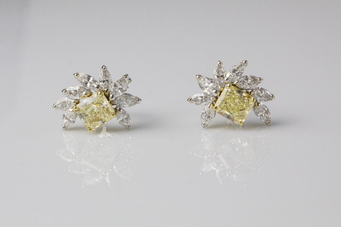 [Nessun Autore] Pair of gold earrings with diamonds.