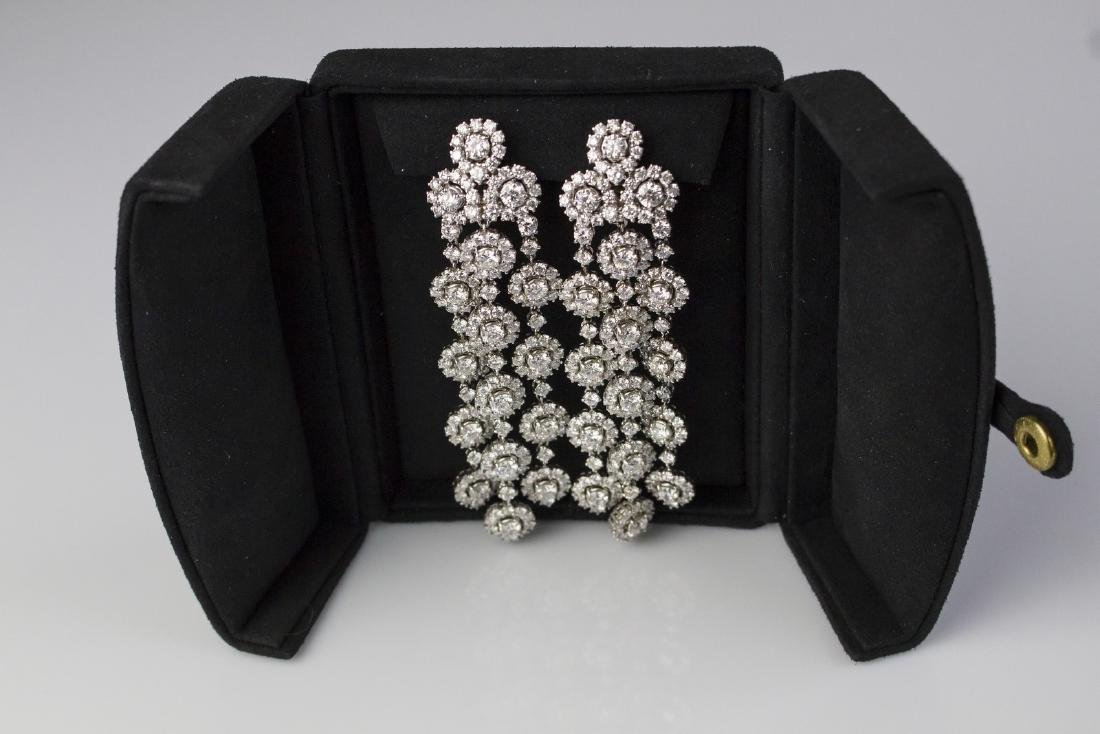 [Nessun Autore] Parire with earrings and bracelet in