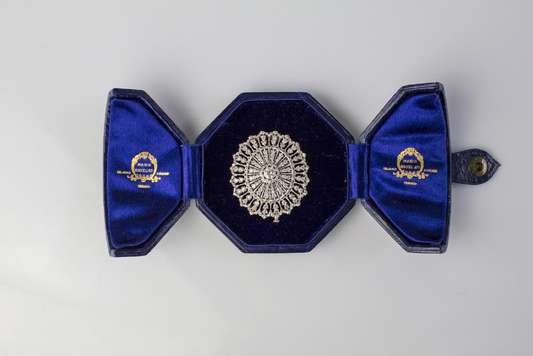 BUCCELLATI  Gold brooch with diamonds signed