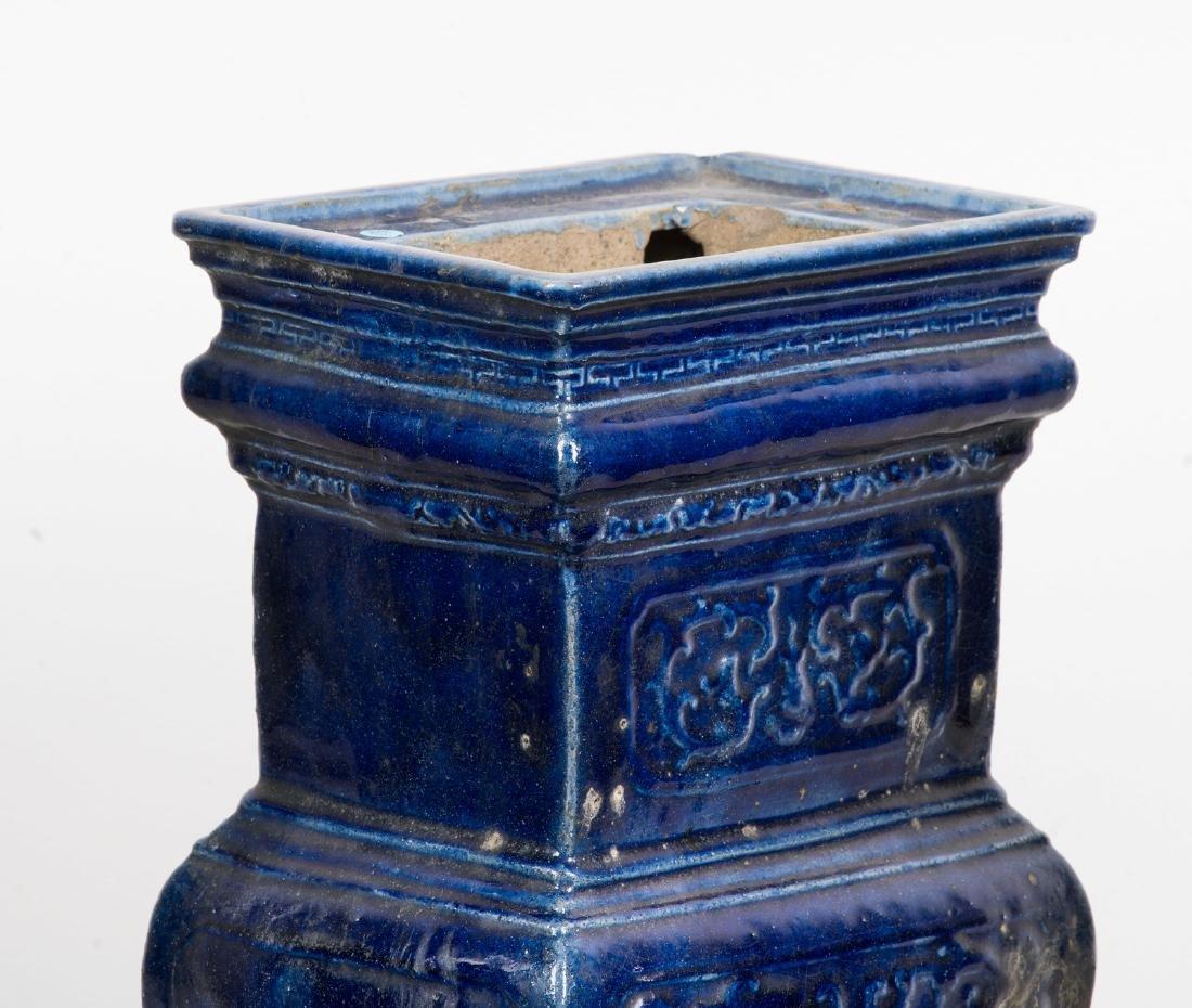 Arte Cinese  A blue glazed altar guarniture set - 10