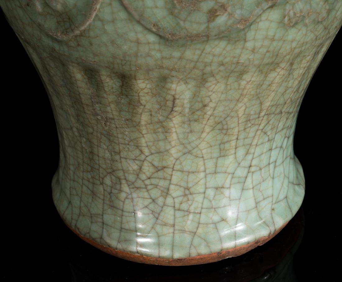 Arte Cinese  Two celadon glazed baluster vases China, - 4