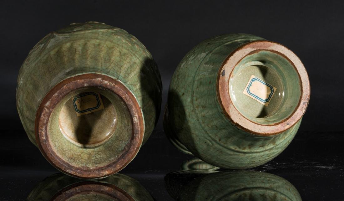 Arte Cinese  Two celadon glazed baluster vases China, - 5