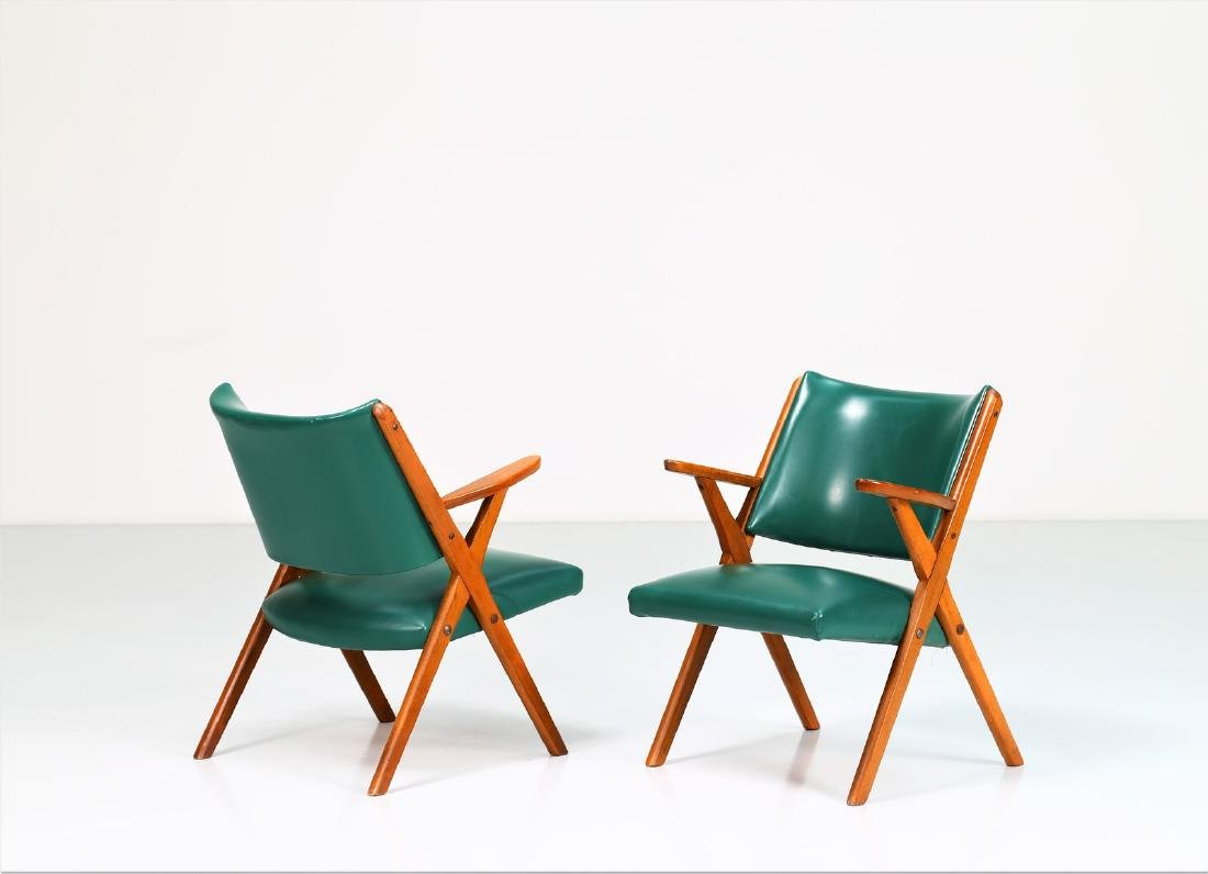 MOBILI DAL VERA Pair of chairs in wood and skai, 1960s.