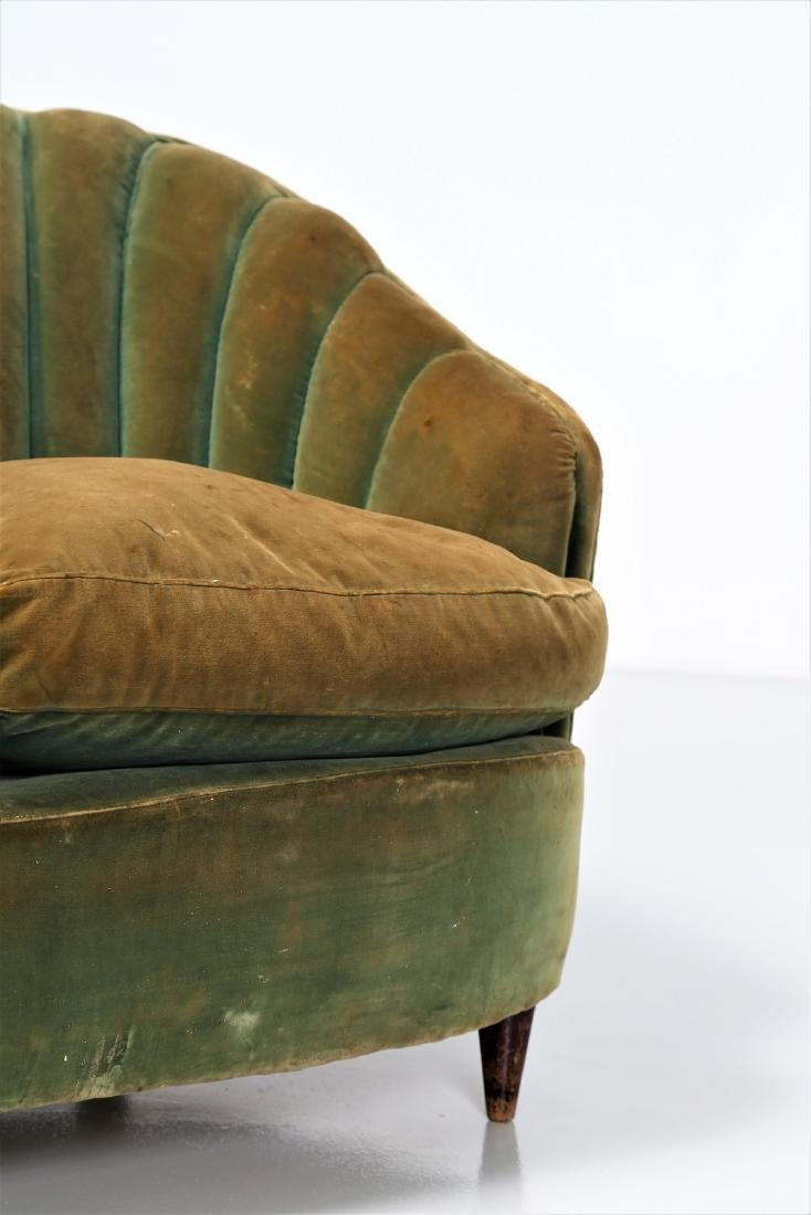 OSVALDO BORSANI Wood and fabric sofa, 1940s. - 4