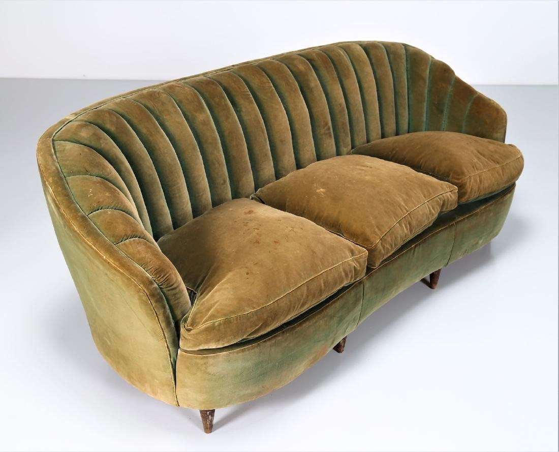 OSVALDO BORSANI Wood and fabric sofa, 1940s. - 5