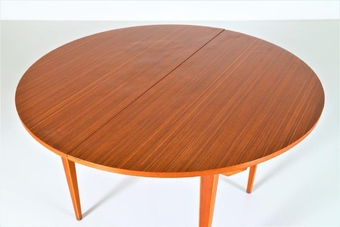 MANIFATTURA ITALIANA  Round extending table.