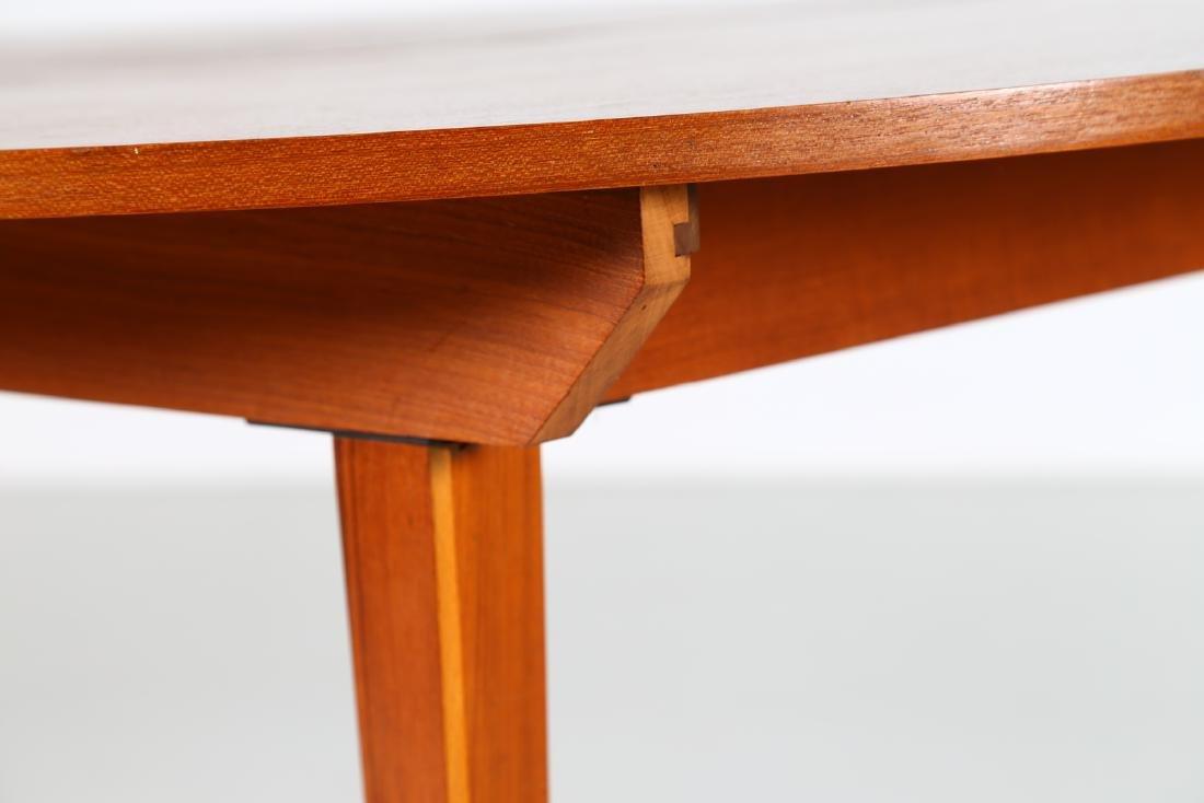 MANIFATTURA ITALIANA  Round extending table. - 3