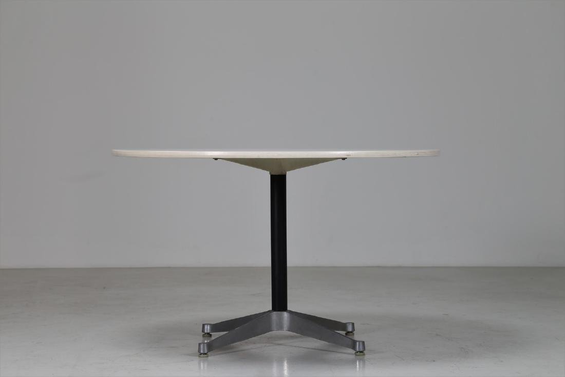 CHARLES & RAY EAMES  Round table in metal and laminate - 2