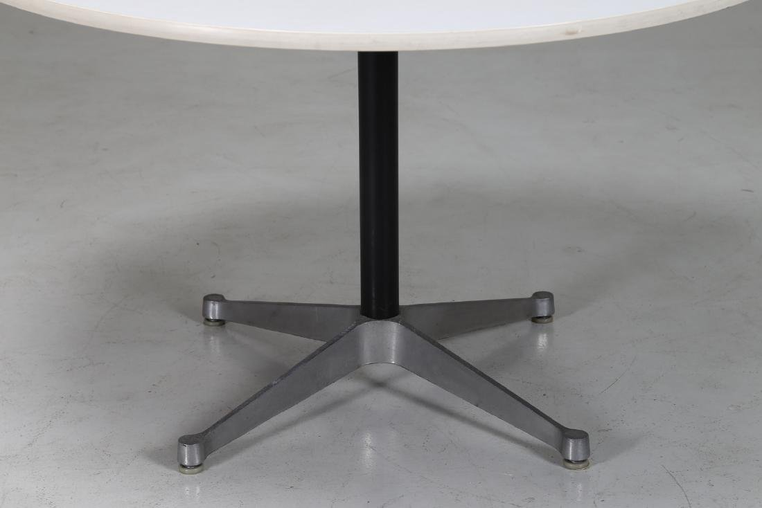 CHARLES & RAY EAMES  Round table in metal and laminate - 3