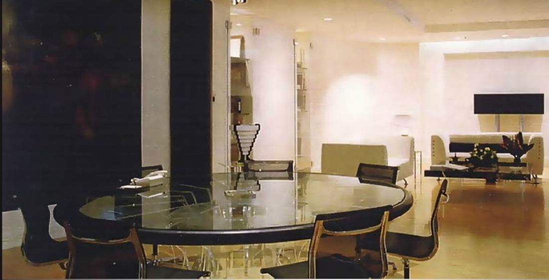 LUCIANO  DI PILLA Round plexiglass table with glass top - 7