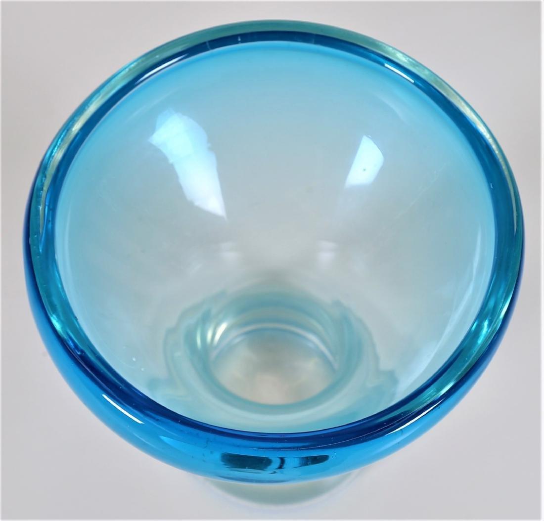 MANIFATTURA MURANO Vase in clear, graduated blue glass, - 2
