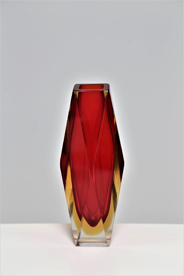 SEGUSO VETRI D'ARTE Faceted glass vase in red and