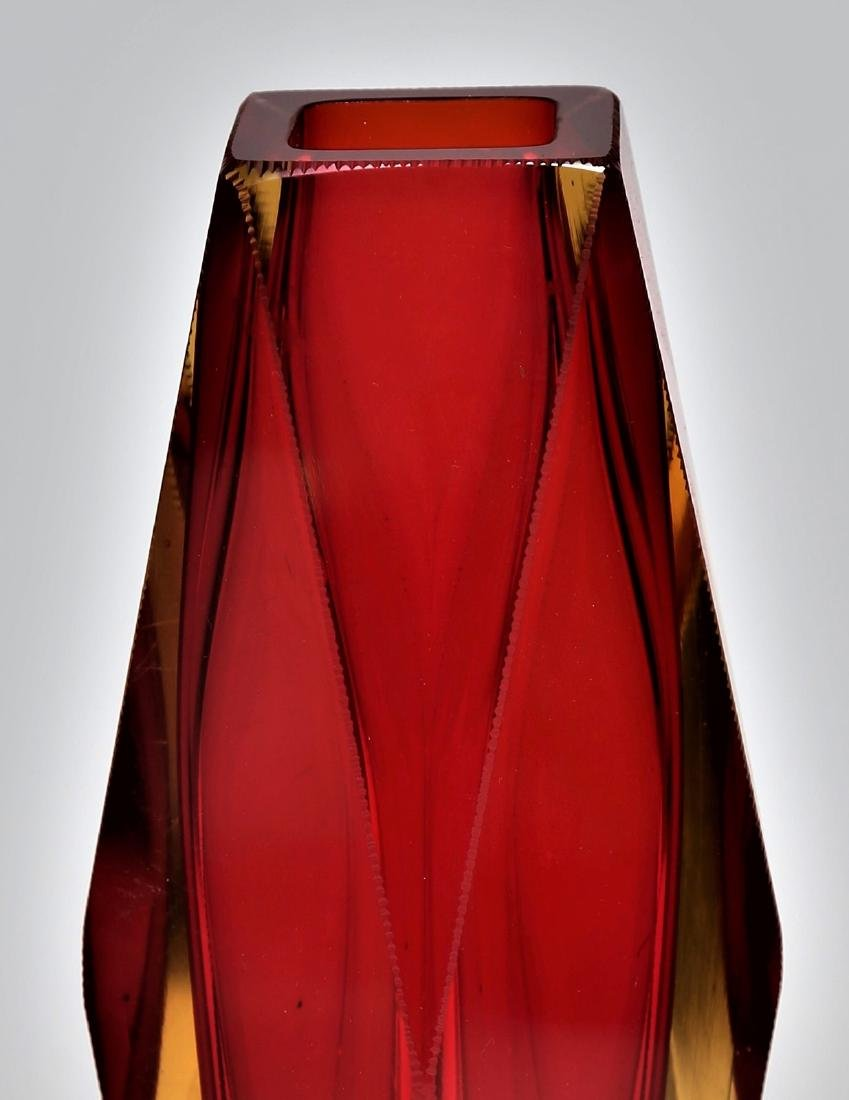 SEGUSO VETRI D'ARTE Faceted glass vase in red and - 2