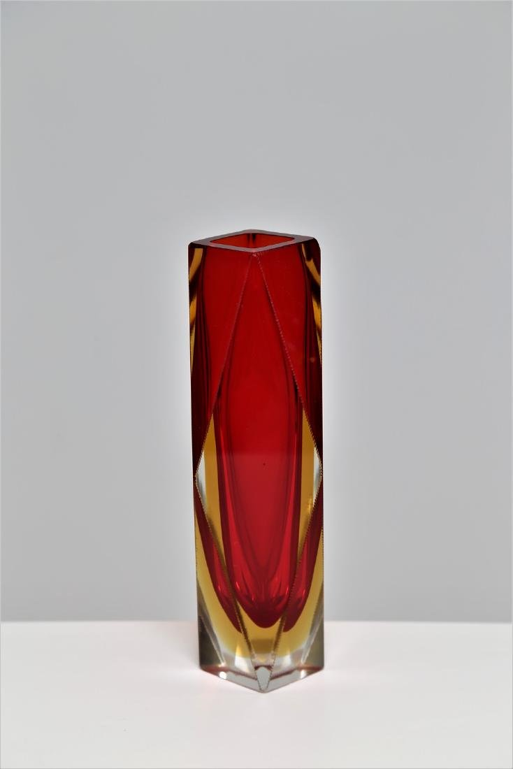 SEGUSO VETRI D'ARTE Faceted glass vase in red and - 3