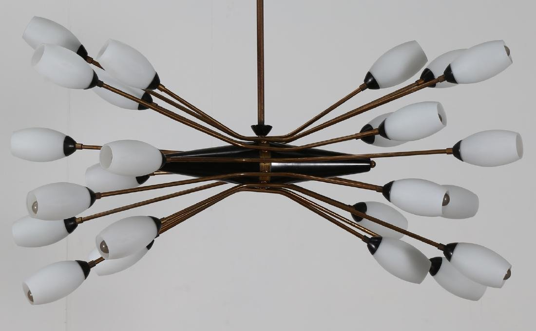 OSCAR TORLASCO Distinctive Chandelier in lacquered - 2