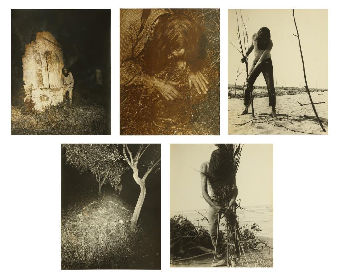 GEOFFREY HANDRICKS Lot composed of 5 photos.