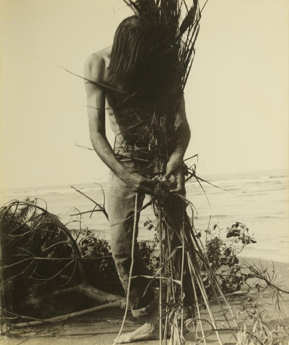 GEOFFREY HANDRICKS Lot composed of 5 photos. - 2