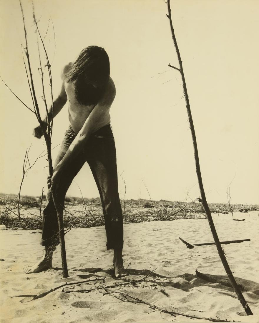 GEOFFREY HANDRICKS Lot composed of 5 photos. - 4