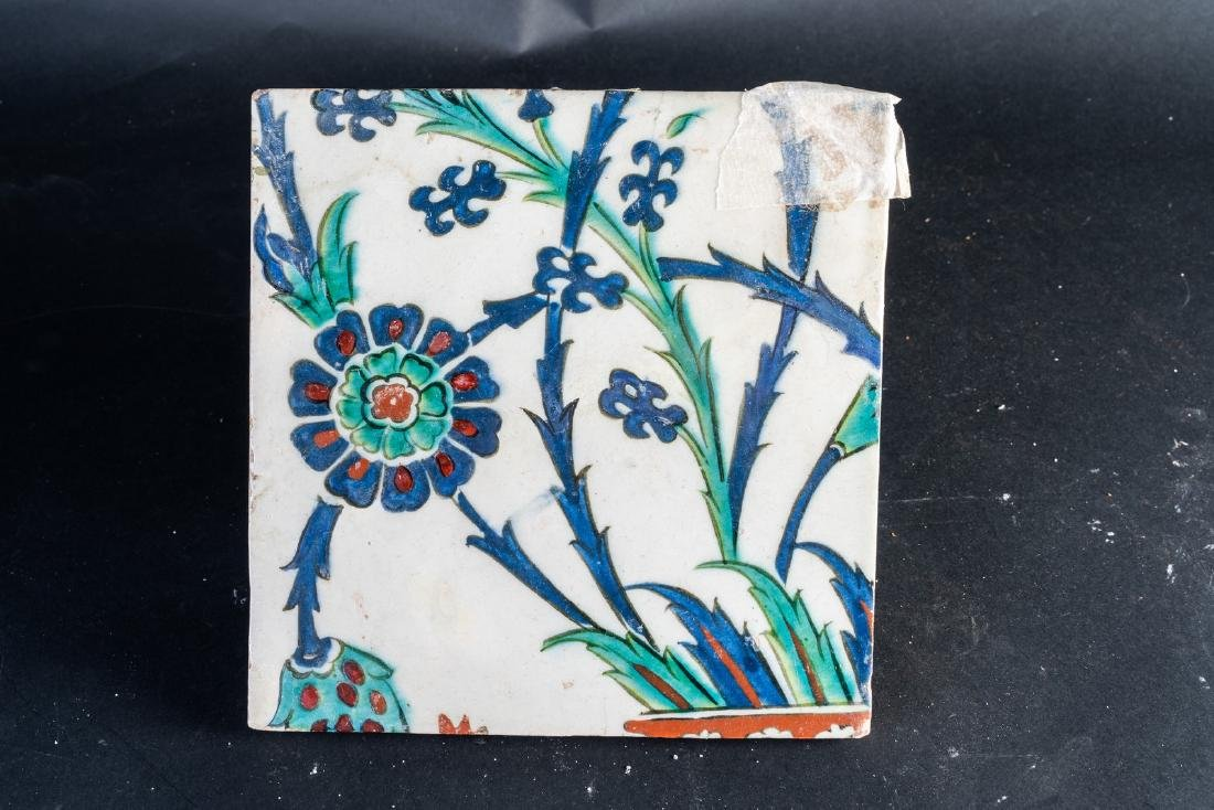 Arte Islamica  An Ottoman Iznik tile painted with