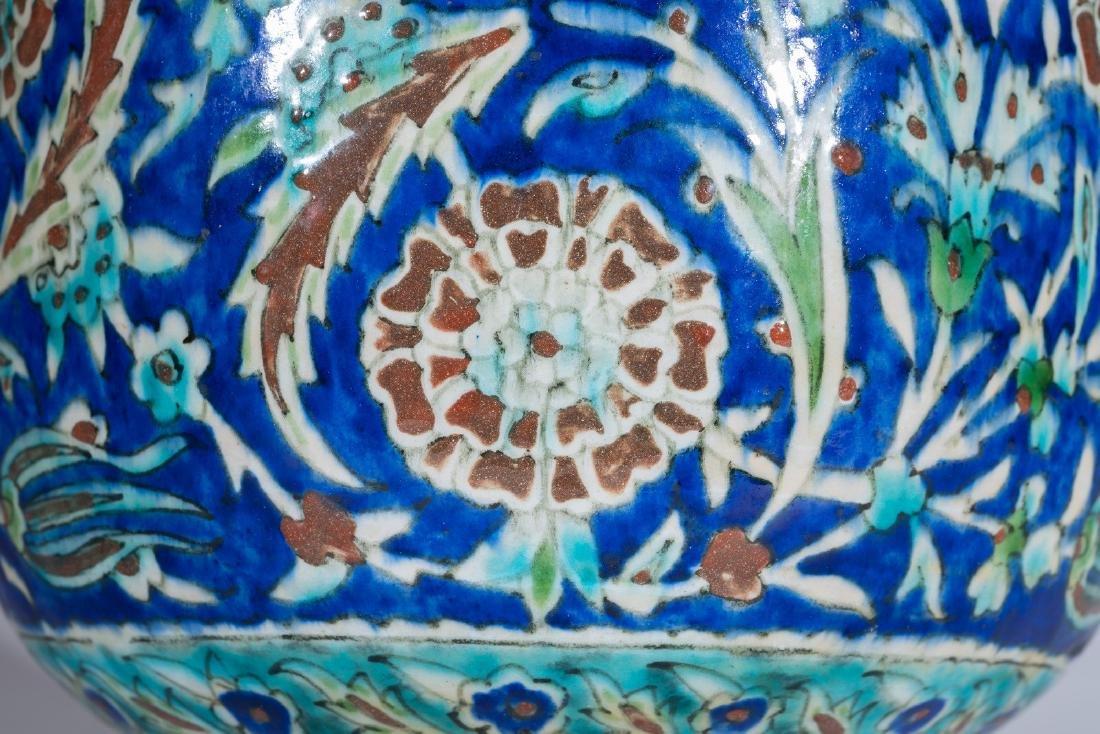 Arte Islamica  A Kutahya pottery vase Ottoman Turkey, - 2