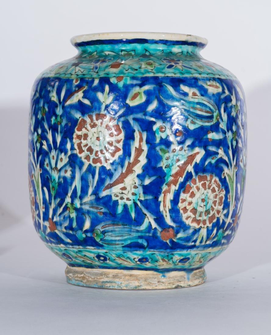 Arte Islamica  A Kutahya pottery vase Ottoman Turkey, - 3