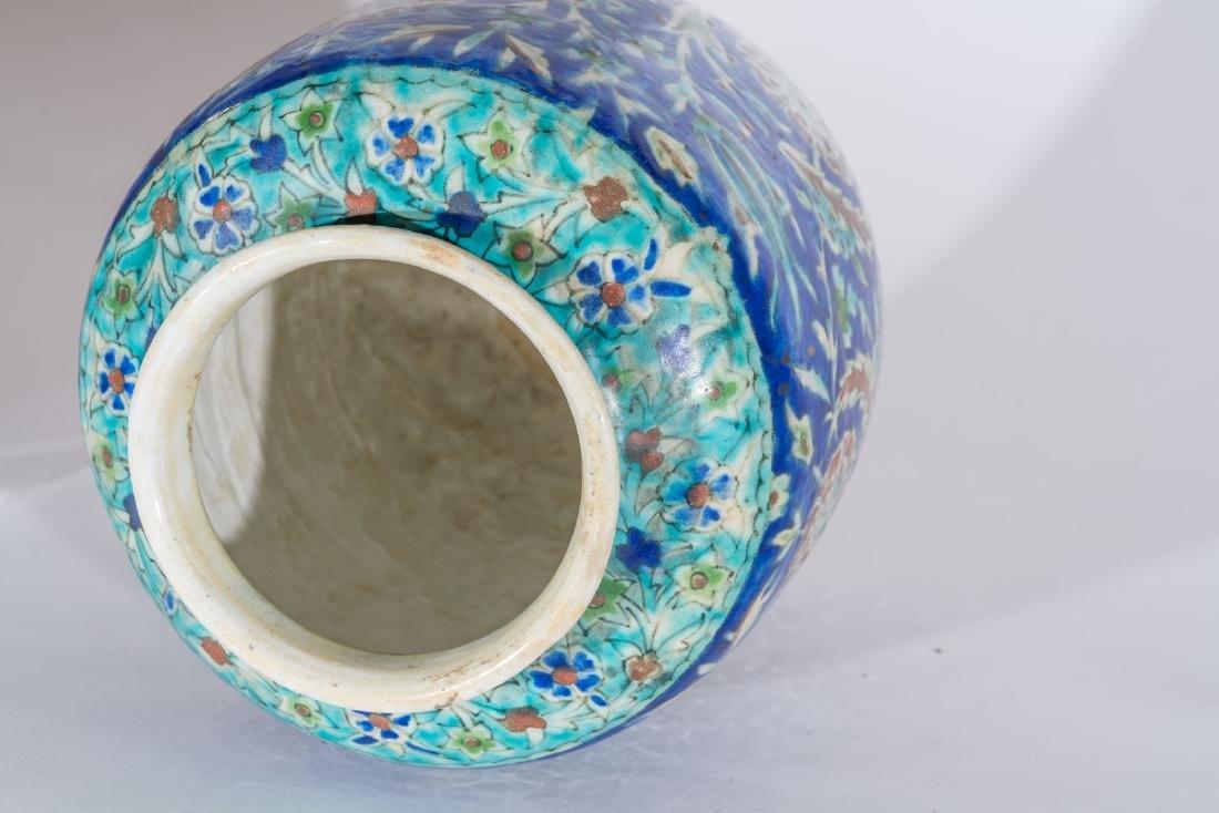 Arte Islamica  A Kutahya pottery vase Ottoman Turkey, - 4