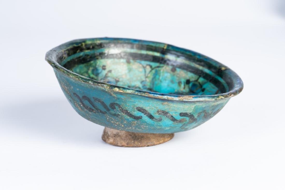 Arte Islamica  A small turquoise glazed pottery bowl pa