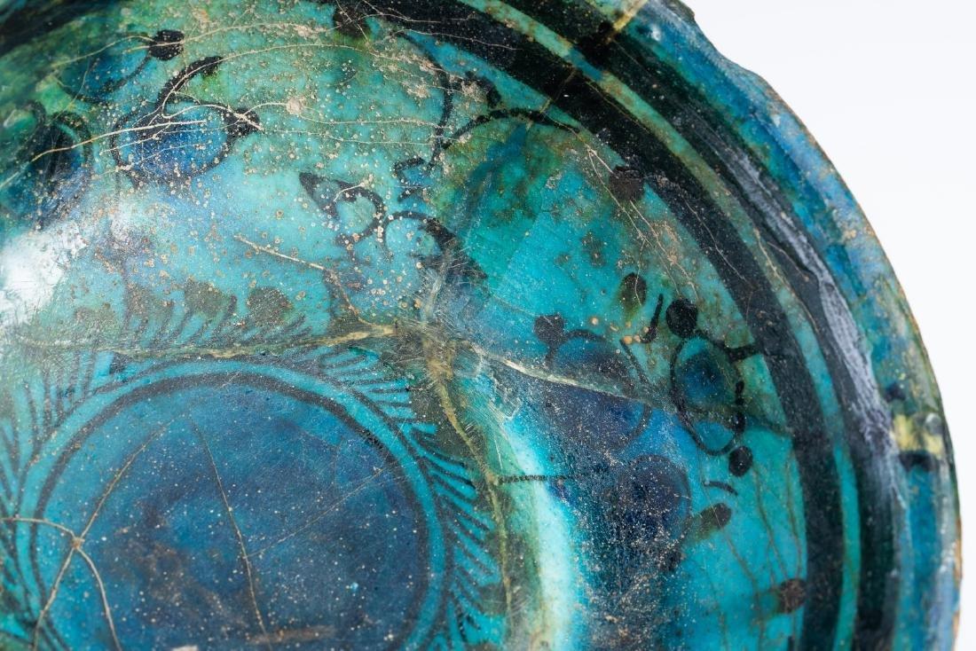 Arte Islamica  A small turquoise glazed pottery bowl pa - 3