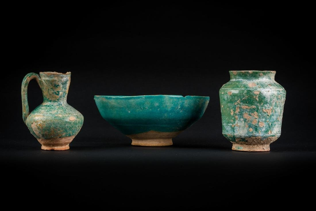 Arte Islamica  A group of three turquoise glazed potter
