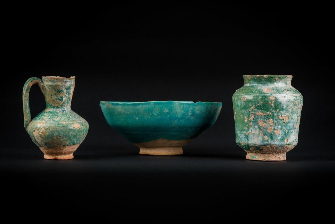 Arte Islamica  A group of three turquoise glazed