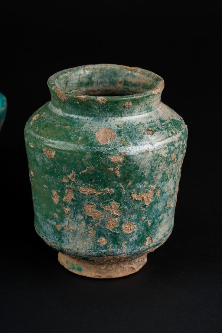 Arte Islamica  A group of three turquoise glazed - 2
