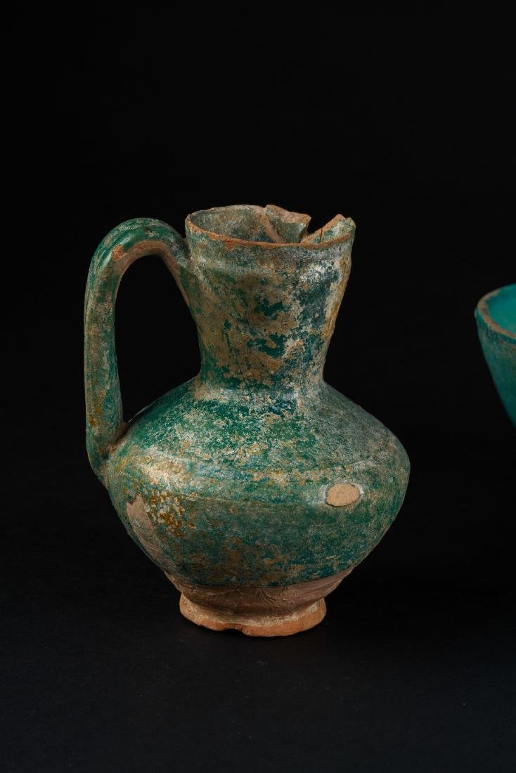Arte Islamica  A group of three turquoise glazed - 3