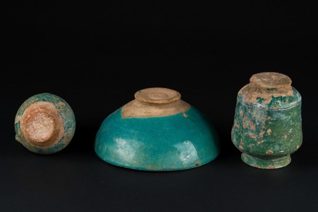 Arte Islamica  A group of three turquoise glazed - 4