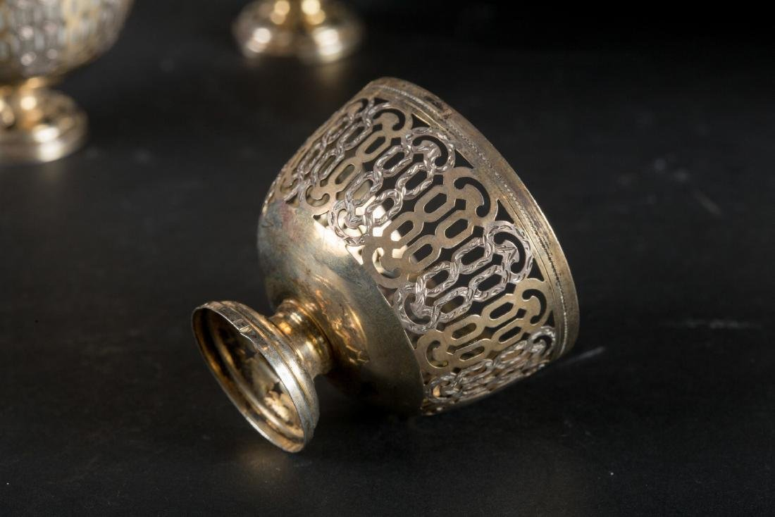 Arte Islamica  Twelve zarfs in European porcelain and - 5