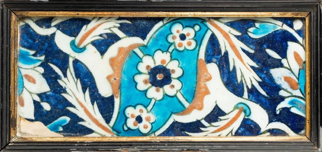 Arte Islamica  An Iznik border tile with saz leaves