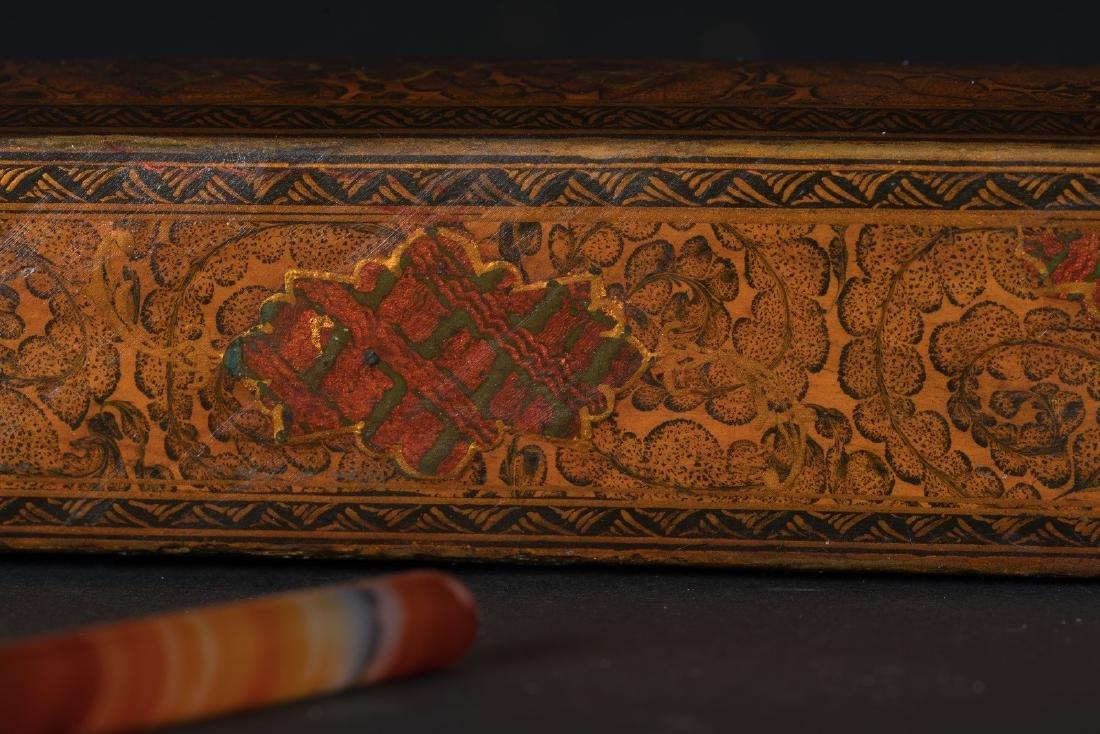 Arte Islamica  A papier mach?? lacquer pen case - 4
