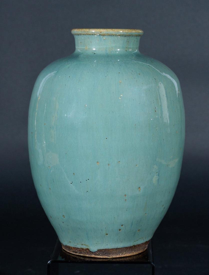 Arte Cinese  A celadon glazed pottery vase China, Ming
