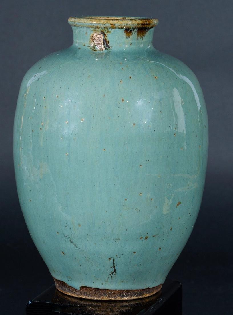 Arte Cinese  A celadon glazed pottery vase China, Ming - 2
