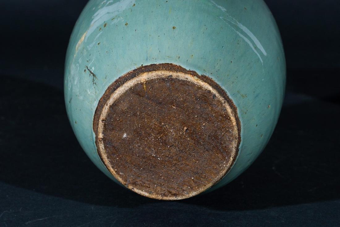 Arte Cinese  A celadon glazed pottery vase China, Ming - 3