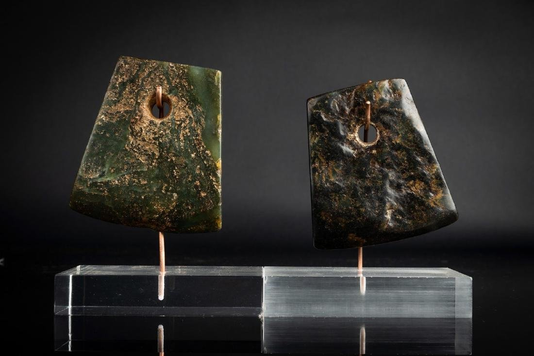 Arte Cinese  Two Chinese Neolithic jade axes .